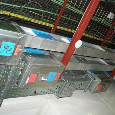 Blindocompatto 2.000A con cajas de derivación instaladas