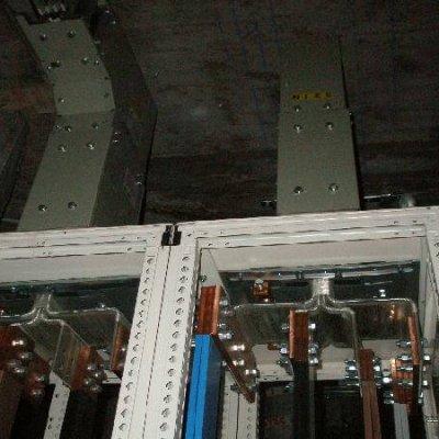 Blindocompatto BX 2.000A interior cuadro con dos líneas entrada y salida del interruptor mediante Blindos