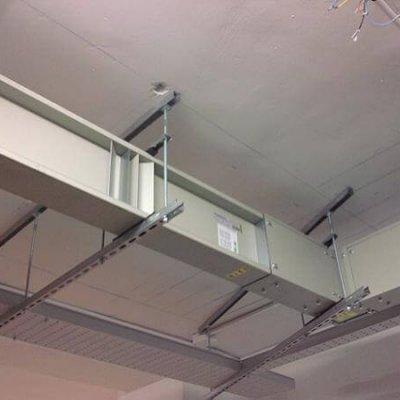Líneas Blindocompatto 2.000A soporte a techo con varilla y perfil ajustable