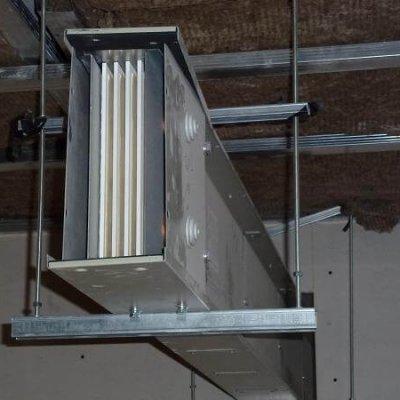 Líneas Blindocompatto 2.000A soporte a techo con varilla y perfil ajustables