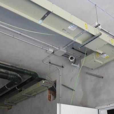 Línea Blindocompatto 2.500A soporte a techo con varilla y perfil ajustable