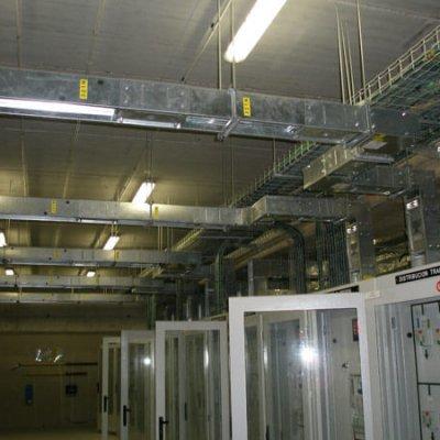 IFEMA (MADRID). Aplicación del blindos: Interconexiónes entre trafos y cuadros y distribución a pabellones. Miles de metros desde 1200A hasta 5000A.