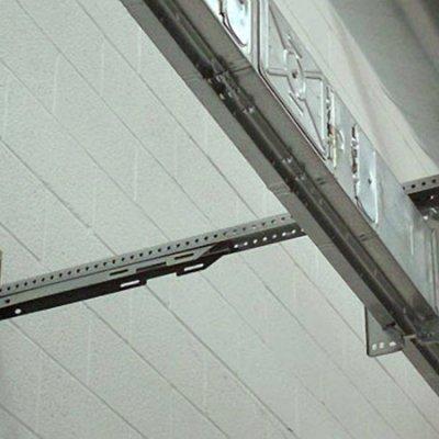 Blindosbarra 500A con soporte a pared.