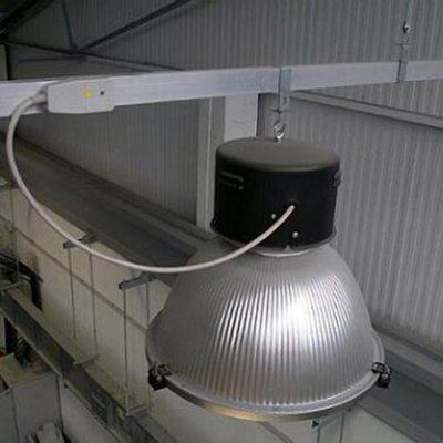 Luminaria suspendida desde el conductor de Blindoluce BLP 25A