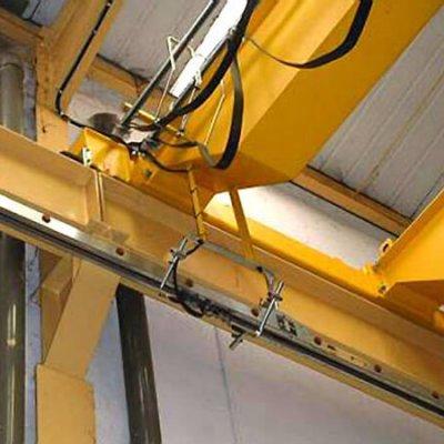 Blindotrolley 200A Detalle de carrito tomacorrientes y brazo de arrastre